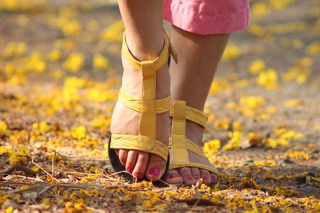 skurcze nóg – jakie witaminy